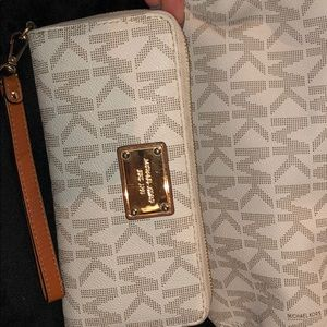 Match MK bag and wallet